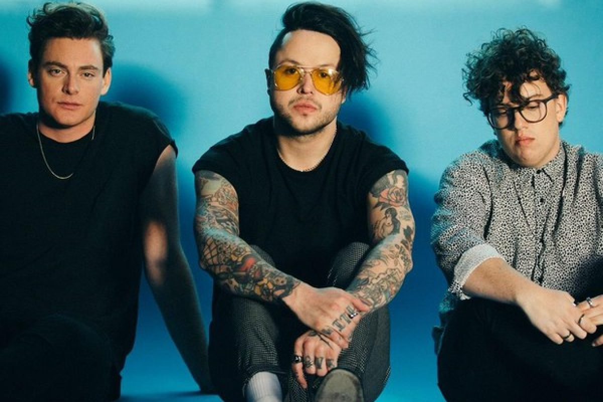 INTERVIEW  + STREAM:: LOVELYTHEBAND at HANGOUT FESTIVAL 2018